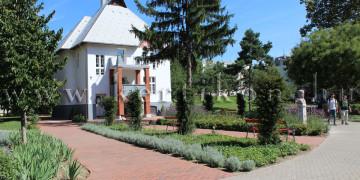 Villa díszkert íves határa